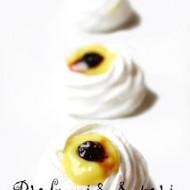 Cestini di meringa con lemon curd e mirtilli