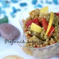 Insalata fredda di quinoa con verdure al profumo d'estate