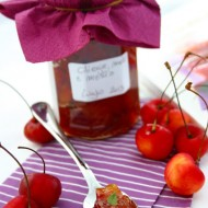 Confettura di ciliegie, mele e menta fresca