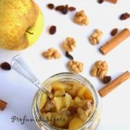 Composta di mele, noci e uvetta al microonde e lo strudel nel bicchiere