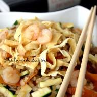 Riso di konjak all'orientale con tofu, gamberi, verdure e salsa di soia