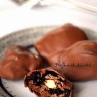 Prugne ripiene e glassate al cioccolato