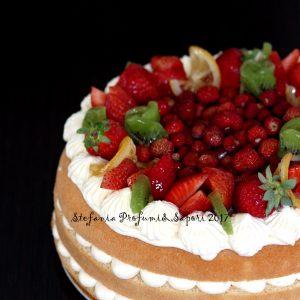 Torta con crema al mascarpone, limone e frutti rossi