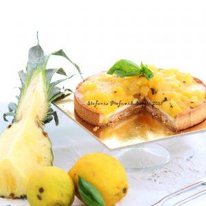 Crostata con ananas, gelè di limone e basilico fresco