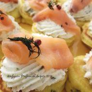 Blinis con spuma di ricotta e salmone affumicato